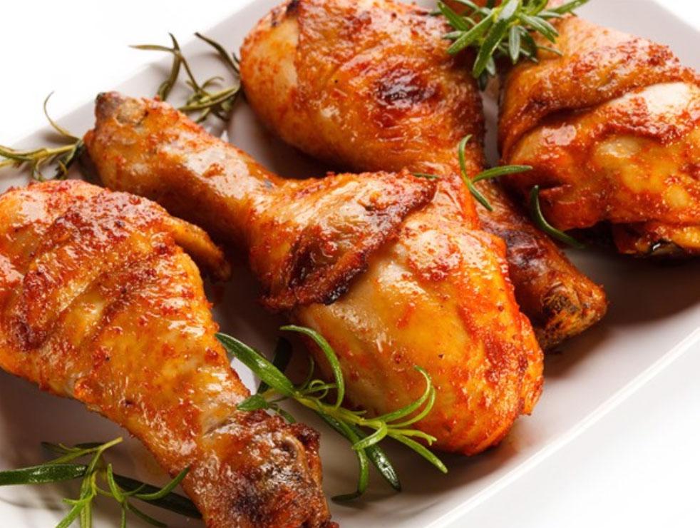 Đùi gà ăn với xôi vò